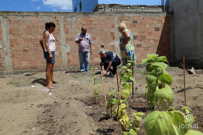 Agricultura de SJB expande programa Farmácia Viva, em Atafona