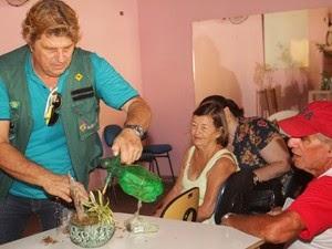 AGRICULTURA – Curso ensina técnicas de plantio de hortaliças em Araruama, no RJ Cerca de 50 pessoas concluíram o curso gratuito de horta caseira. Alunos também aprenderam como preparar arranjos decorativos.
