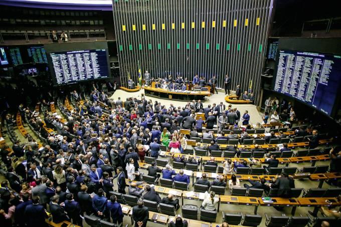 Câmara aprova projeto que suspende inclusão de pessoas em serviços de proteção ao crédito