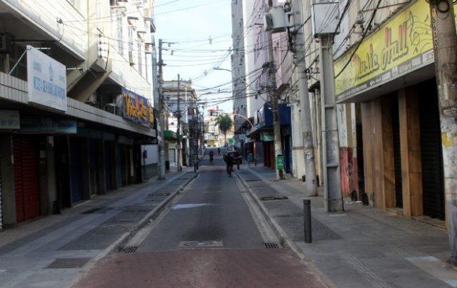 Diniz mantém Campos no lockdown parcial e irrita comerciantes