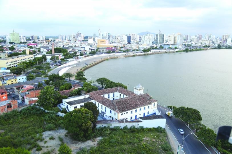 Cheiro forte de gás gera reclamação em diversos bairros de Campos