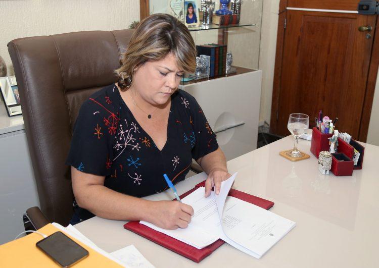 Prefeitura paga 13º integral aos servidores nesta quinta (19)
