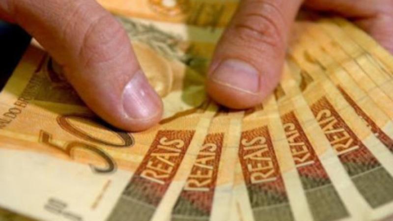 Governo vê inflação maior neste ano; salário mínimo deve subir mais em 2021, para R$ 1.087,84