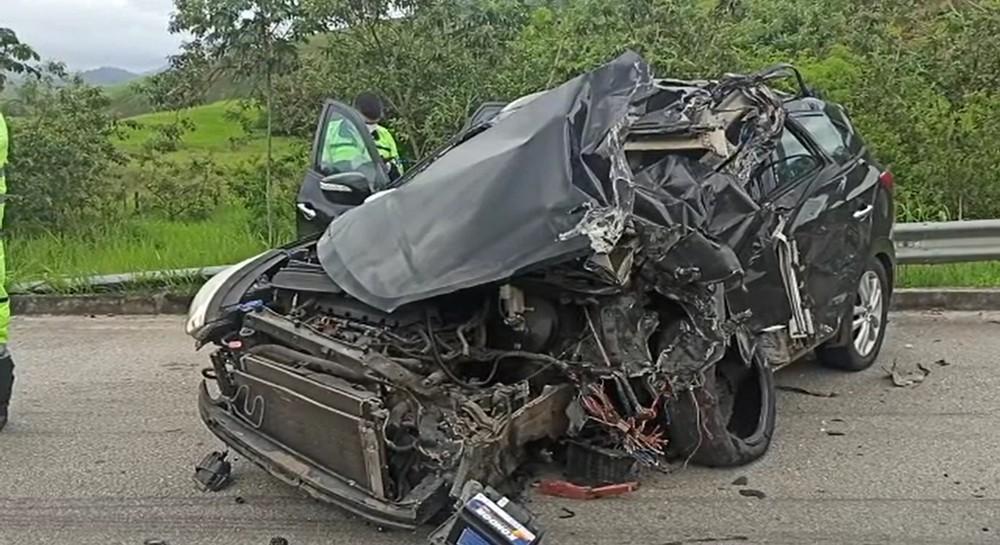 Sargento da PM morre e outras três pessoas ficam feridas em grave acidente na BR-101, em Macaé, no RJ