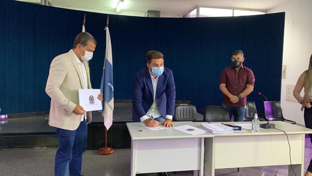 Wladimir Garotinho e vice Frederico Paes são diplomados pelo TRE em Campos, no RJ