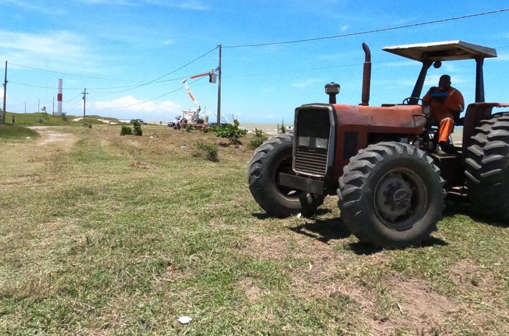 Ações integradas de limpeza e reparos na praia de Lagoa Doce