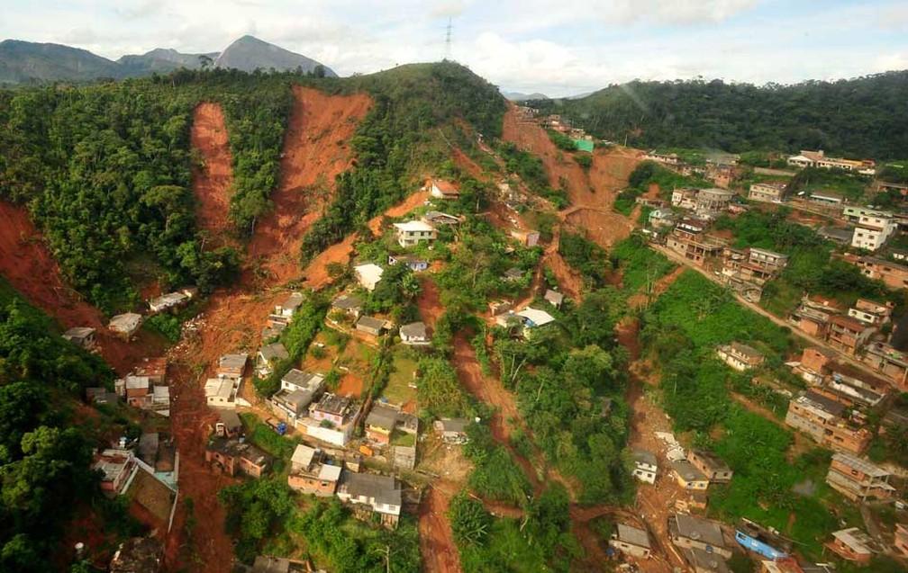 Tragédia na Serra do RJ completa dez anos; R$ 500 milhões ainda devem ser investidos em obras