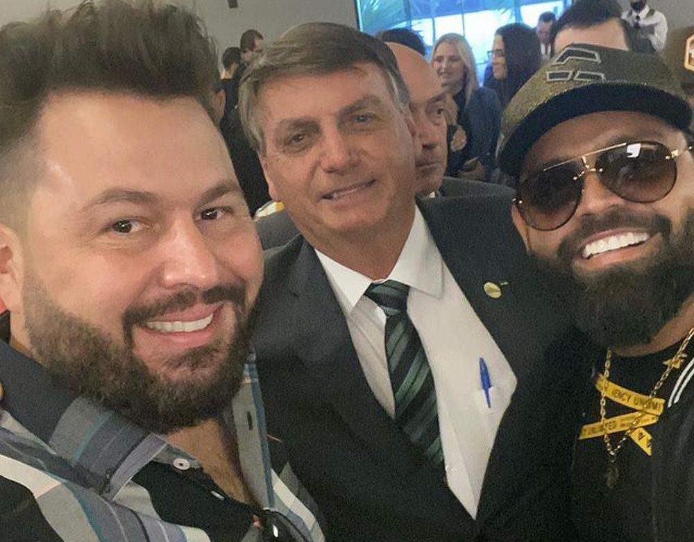O que querem os artistas sertanejos que se reuniram com Bolsonaro, sem máscara, em uma churrascaria