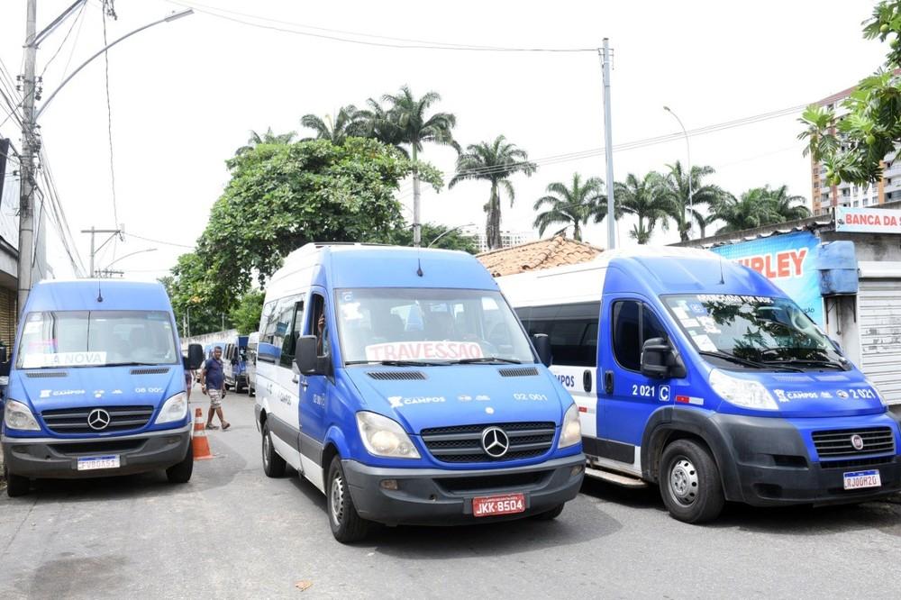 Vans de transporte alternativo voltam a circular pelo centro de Campos, no RJ