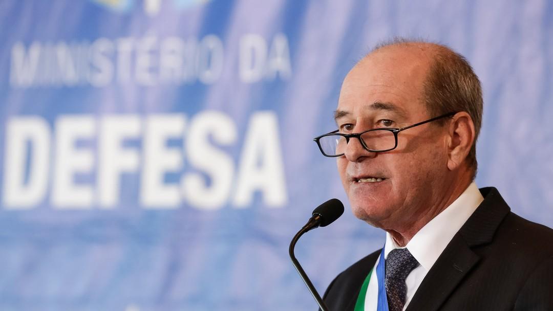 Demissão de ministro da Defesa é vista como pressão de Bolsonaro por maior influência nos quartéis