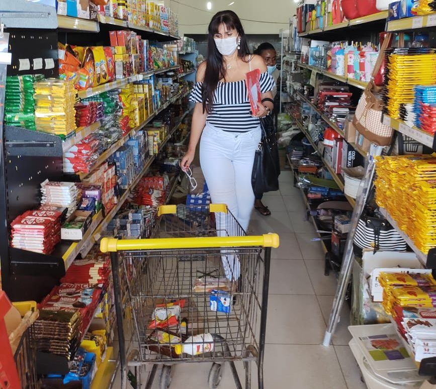 Procon encontra produtos vencidos em minimercados em Santa Clara