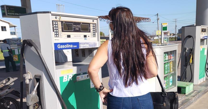 Procon fiscaliza posto de combustíveis em Santa Clara
