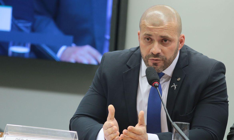 Daniel Silveira deixa o Batalhão Especial Prisional da PM no RJ