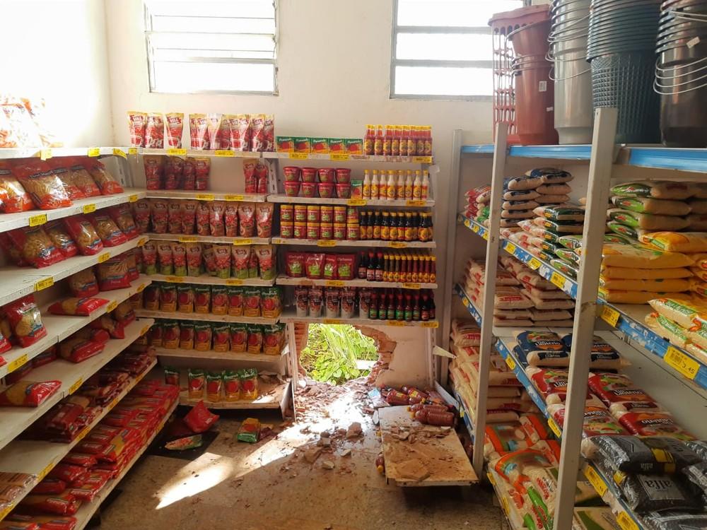 Lotérica e supermercado são arrombados e bandidos levam cerca de R$ 90 mil em Campos