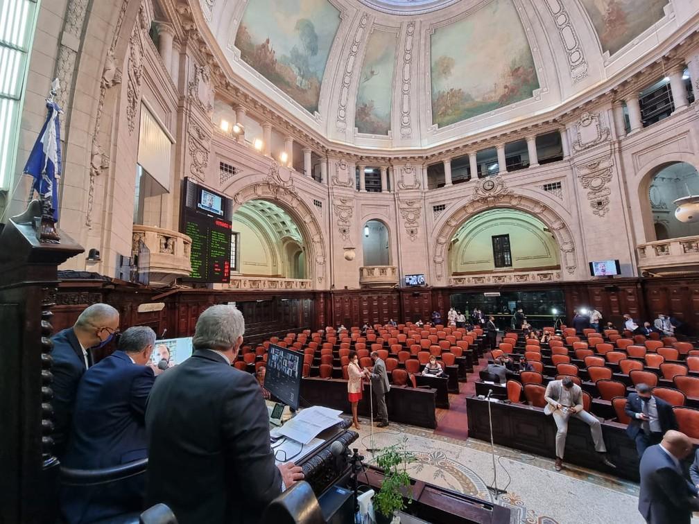 Alerj aprova 'superferiado' com emenda que dá autonomia a municípios e faz valer decreto mais restritivo
