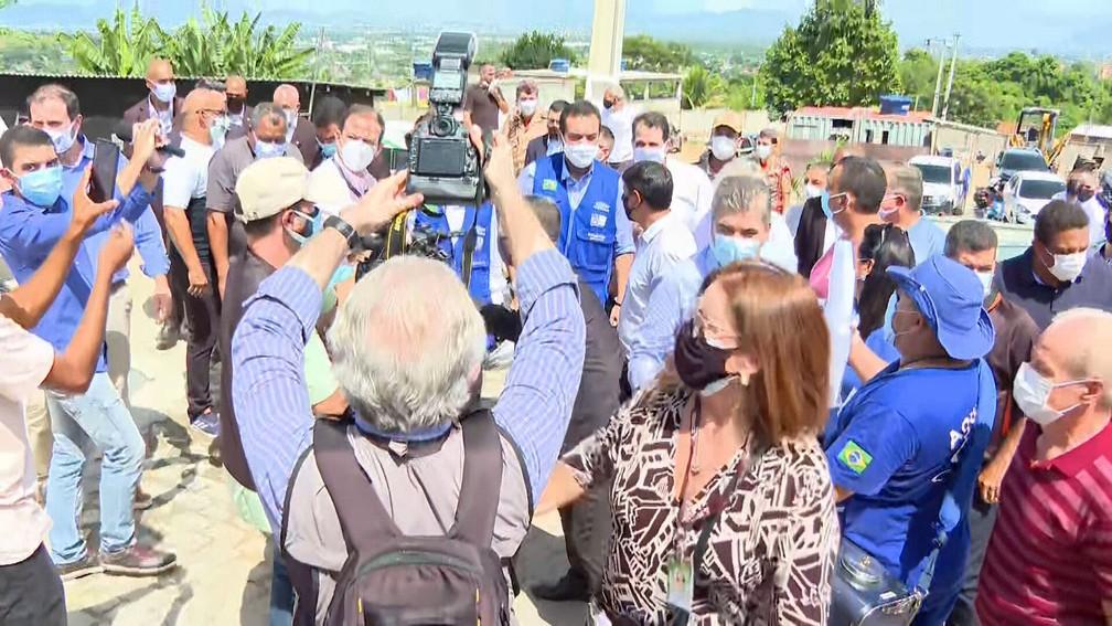 Claudio Castro 'apaga' restrição, permite inaugurações no RJ e abre reservatório em Caxias; evento teve aglomeração