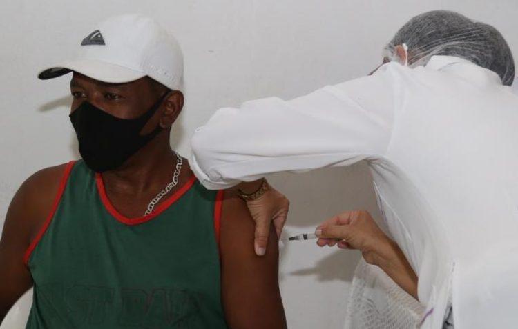 Vacinação contra Covid-19: SFI inicia agendamento de moradores a partir de 63 anos