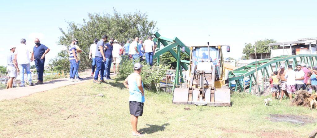 Prefeita Francimara acompanha retirada de destroços da passarela interditada que caiu em Gargaú