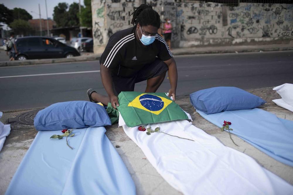 Com 3.647 mortes por Covid, março é o 4° pior mês da pandemia no RJ