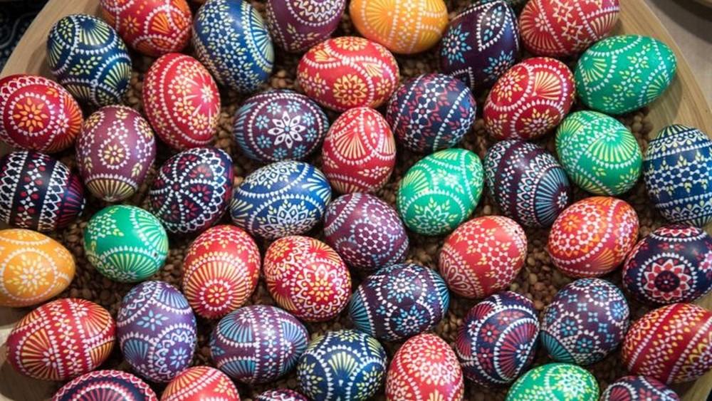 Páscoa: por que ovos e coelhos são símbolos da data?