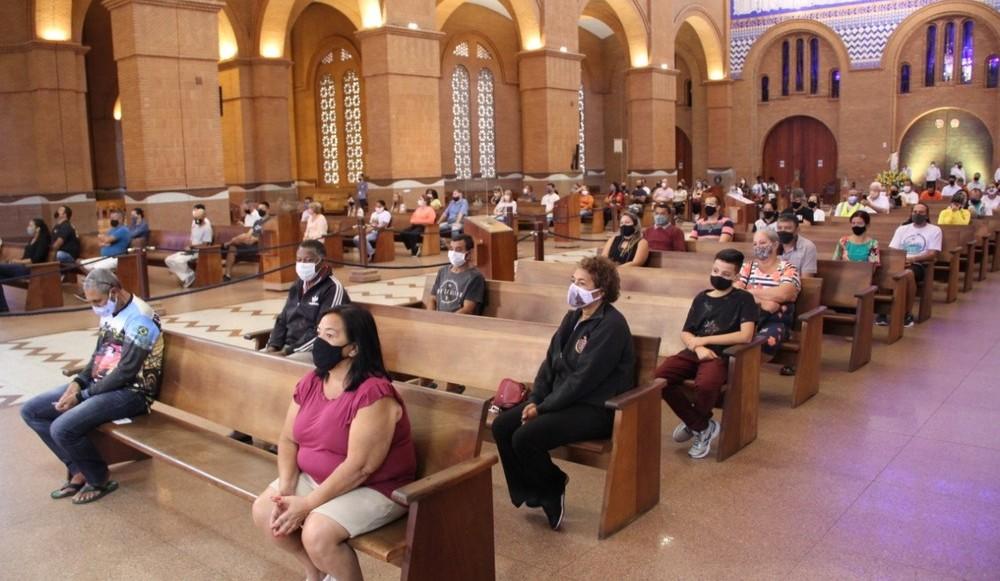 Presidente da frente de prefeitos pede que STF se manifeste sobre decisão de liberar cultos e missas