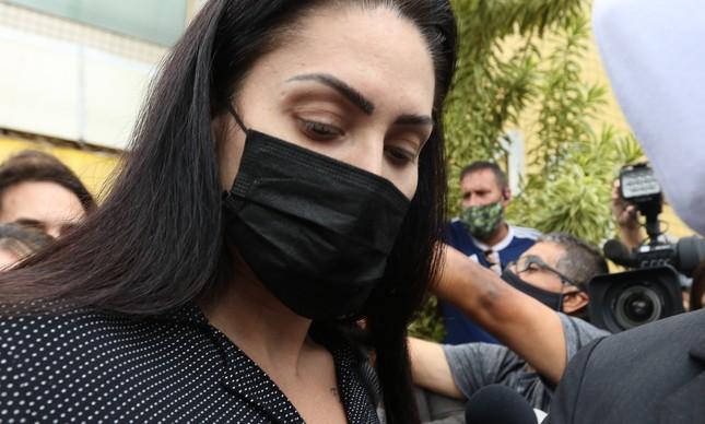 Saiba quem é Monique Medeiros, presa pela morte do próprio filho, o menino Henry; ao depor, ela fez selfie na delegacia