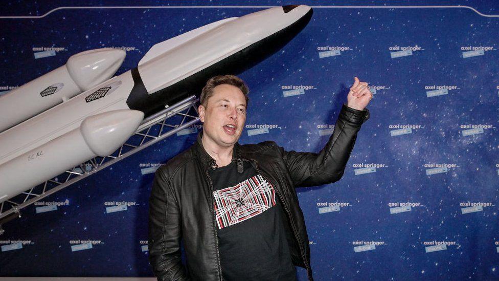 SpaceX, de Elon Musk, fecha parceria com Google para desenvolver internet via satélite
