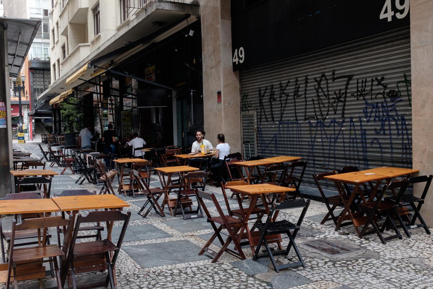 Bares e restaurantes de Campos poderão funcionar até as 23h, com música ao vivo