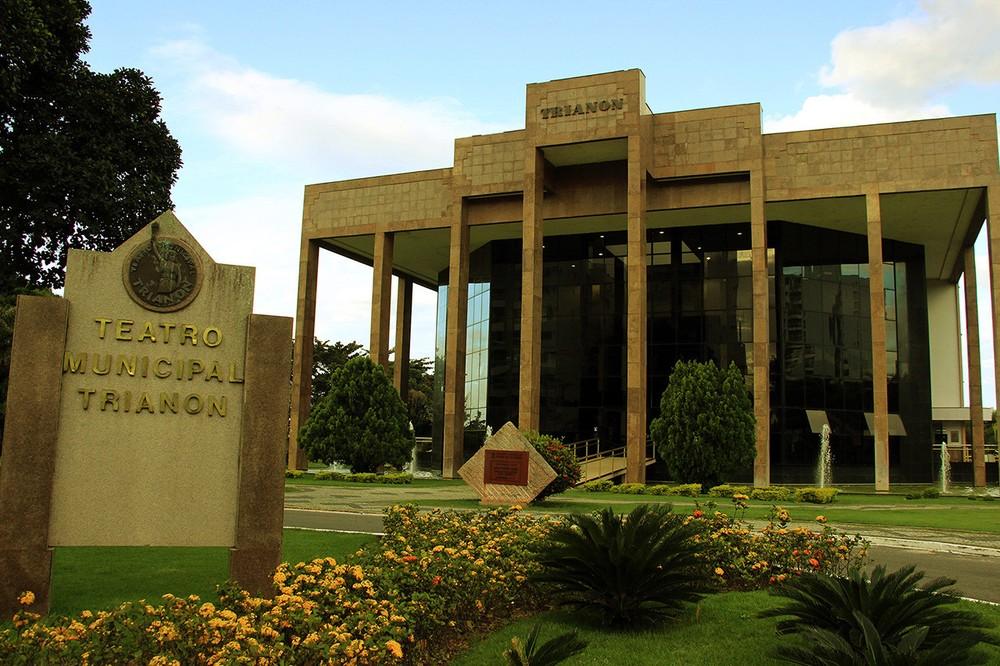 Teatro Municipal Trianon em Campos, RJ, completa 23 anos neste sábado