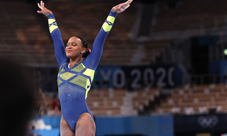 Nadia Comaneci celebra prata de Rebeca Andrade na Olimpíada