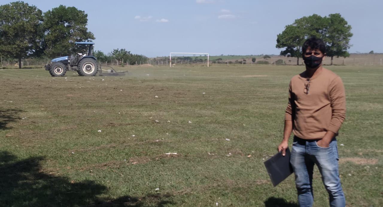 Prefeitura prossegue com manutenção de campos de futebol