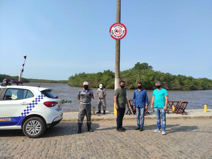 Prefeitura instala placas de sinalização em Barra do Itabapoana