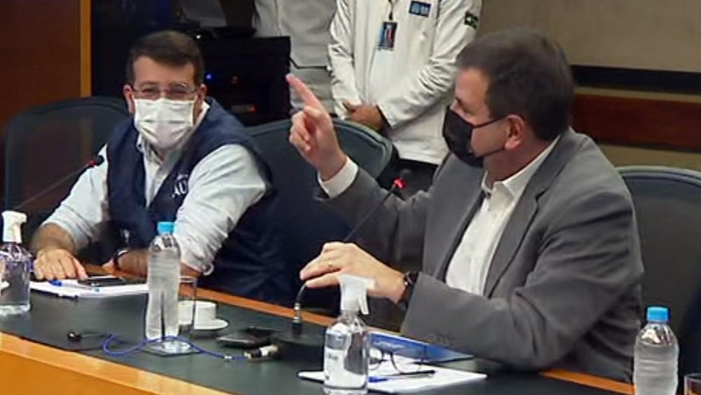 Paes chama Light de 'vagabunda' após empresa cortar luz de 66 prédios da prefeitura; 'drive-thru' da vacina é suspenso
