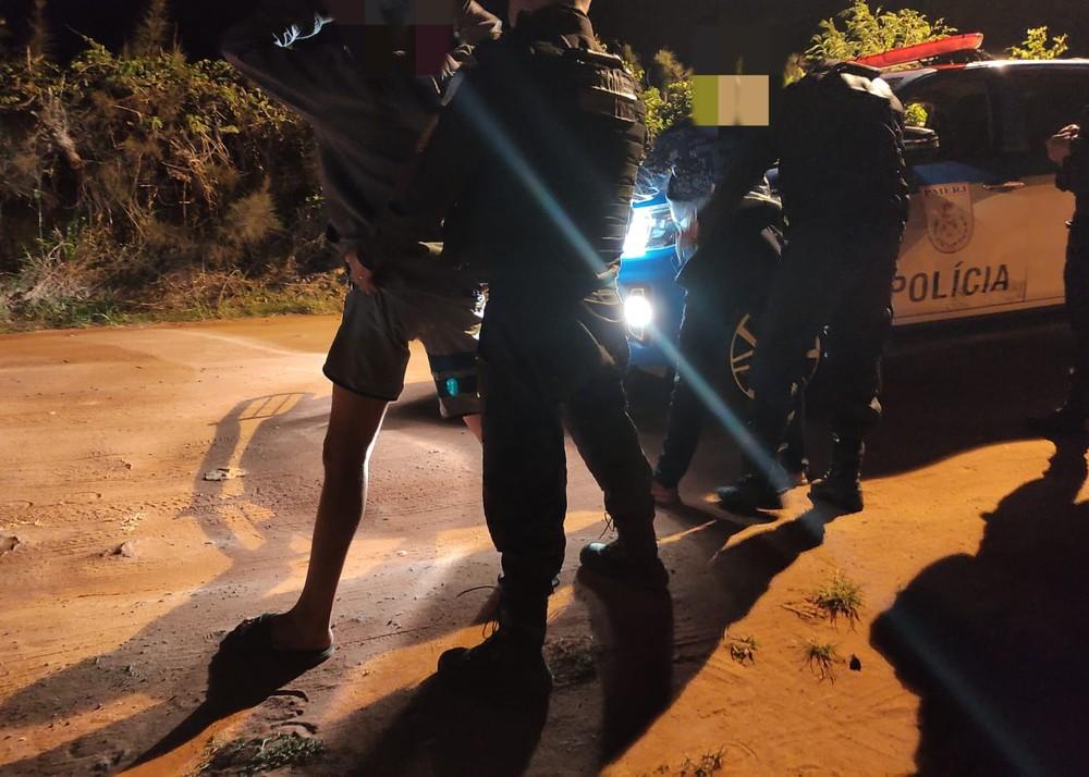 Homem é preso suspeito de envolvimento na morte de mulher encontrada três dias após ter carro incendiado no RJ